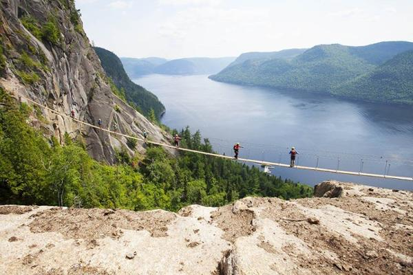 la passerelle via ferrata parc national du fjord du. Black Bedroom Furniture Sets. Home Design Ideas